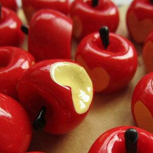 アップルハートアクリルパーツ/1個販売 リンゴ 林檎 フルーツ 果物 食玩 おもしろ ユニーク 面白い 個性的 アクセサリー ピアス パーツ プラスティック イヤリング 貼り付け マグネットピア