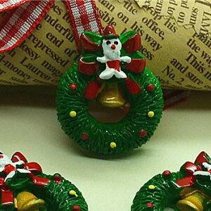 クリスマスリースアクリルパーツ/1個販売 おもしろ ユニーク 面白い 個性的 アクセサリー ピアス パーツ プラスティック イヤリング 貼り付け マグネットピアス チャーム ネイル デコレーシ
