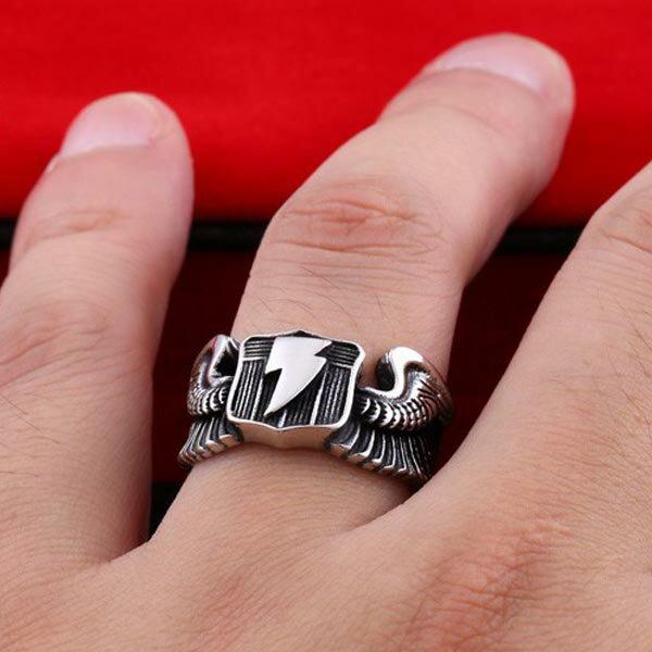 サンダーボルトステンレスリング(RRR124)サイズ/25号/26号/27号/28号/29号/30号/31号/32号/33号 フリーサイズ 翼 ウイング 羽 カミナリ 雷 指輪 サージカルステンレス316L メンズ レディース ペアリング プレゼント 親指 人差し指 中指 薬指 小指 ファランジリング