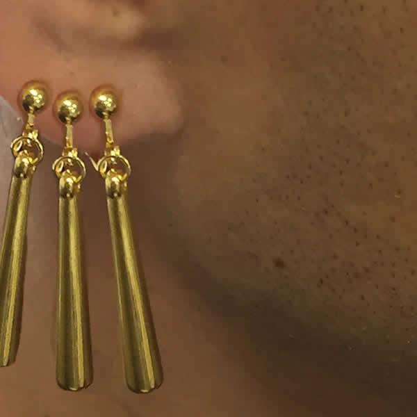 ZORO ステンレスピアス ノンホール イヤリング 1個販売 金色 ゴールド 刀 チャーム 3連で