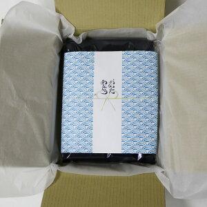 カジュアル小紋柄の包装紙で巻きラッピング(オリジナル・エコ包装)