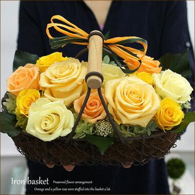 黄色とオレンジのバラ