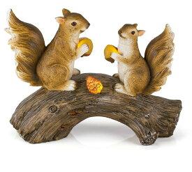 りすと木の実 ガーデンライト LED ソーラーライト 置き型 幻想的 かがり火 明かり 夜 灯 絵本 Squirrels on a Log Solar Garden Light 送料無料 【並行輸入品】