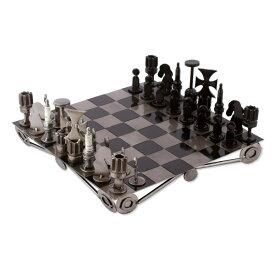 リサイクルメタル チェスセット リサイクルチャレンジ Novica Decorative Recycled Metal Handmade Tabletop Chess Set, 'Recycling Challenge' 送料無料 【並行輸入品】