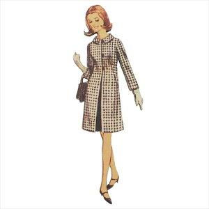 フランス製木製飾りボタン ブラウンコートの女性 アトリエボヌールドゥジュール 手芸用品 ハートアートコレクション ハンドクラフト おしゃれ 手作り 雑貨 グッズ メール便可 マシュマロ