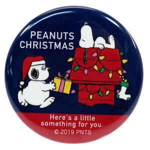 スヌーピー 缶バッジ Xmas ビッグ カンバッジ プレゼント ピーナッツ マリモクラフト 直径5.6cm プチギフト キャラクターグッズ メール便可 シネマコレクション