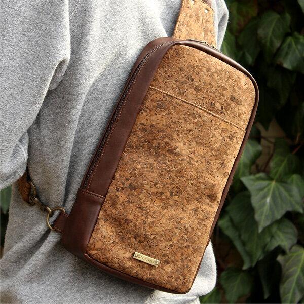 ■コルクレザーのボディバッグ「CONNIE Cross Body Bag」