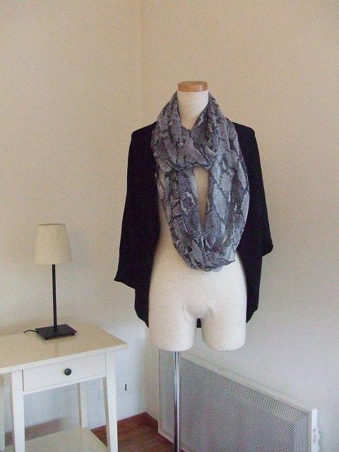 フランス パリ H&M(エイチ&エム)の素敵なスカーフ