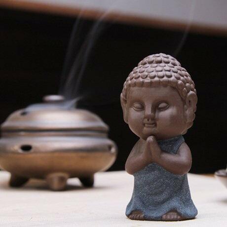 置物 茶玩 紫砂 瞑想するかわいい仏像 陶器製 (立ち姿)