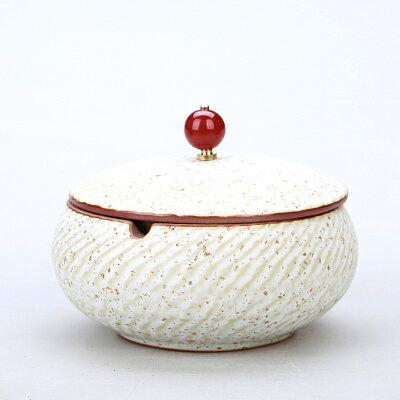 灰皿 波紋 ルビーのような取っ手付きの蓋 和モダン風 陶磁器 (ホワイト)
