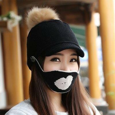 ニット帽 ジョッキー風 大きめポンポン 口唇のマスク付き (ブラック)