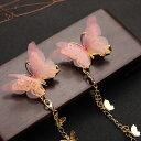 髪飾り 淡い色味の蝶々 チェーン付き クリップタイプ 2個セット (ピンク×ゴールド)