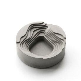 灰皿 幾重にも重なる曲線 円形 スタイリッシュ コンクリート製