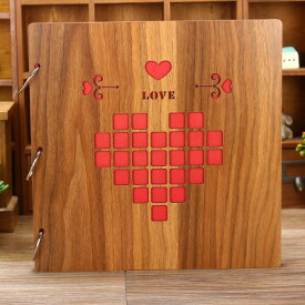 【訳あり】フォトアルバム ハート柄 正方形のピクセル風 透かし 木製カバー