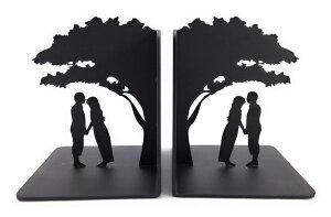 ブックエンド 木の下のカップル シルエット ブラック 2個セット (若者)