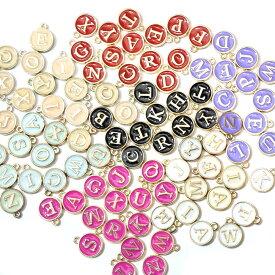 【チャーム】【7色展開】イニシャルに♪アルファベットチャーム【1個】金具/アクセサリー/パーツ/英字/名前/メタル/デコ/ハンドメイド/ミニチュア