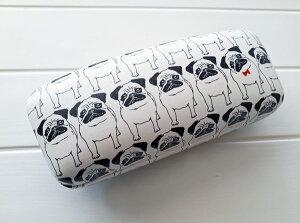 【パグ メガネケース(ミツケテ)】サングラス メガネ拭き付き 枕元 旅行 ベッドサイド ハードケース フレブル フレンチブルドッグ 雑貨 かわいい ポップ 眼鏡 持ち運び