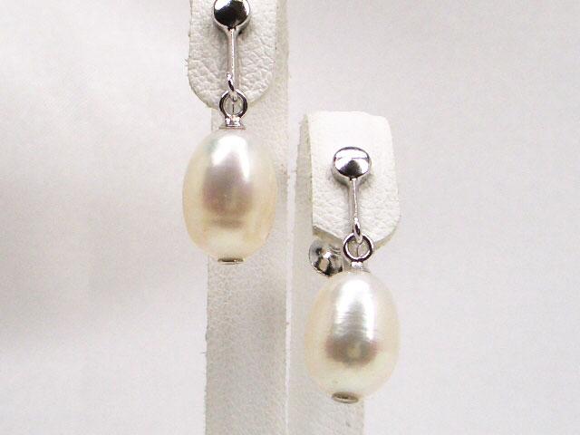 際立つホワイトの存在感!SV淡水真珠オーバルイヤリング   ギフト プレゼント