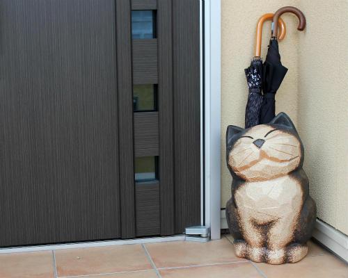 【ポイント10倍】信楽焼 陶器 猫 傘立て 黒 ねこ 傘たて ネコ スリム 北欧 おしゃれ アンティーク かわいい ギフト 業務用 傘立 信楽焼き 焼き物 やきもの