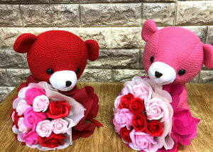 ビッグスマイル ベア ブーケ クリアケース フレグランスフラワー バラ 母の日 父の日 誕生日 記念日 新築祝い 出産祝い 結婚祝い 結婚記念日 可愛らしい 御祝 ギフト クマ 赤色 ピンク