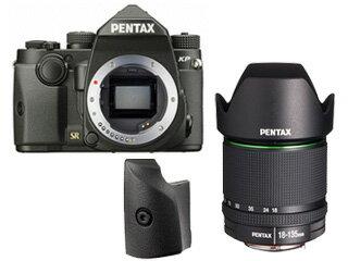 【今なら先着5名様にGRAMAS 液晶保護ガラス DCG-PE03プレゼント!】 PENTAX/ペンタックス KPボディキット(ブラック)+グリップM+【アウトレット】DA18-135mmF3.5-5.6レンズセット【kpset】 ※交換レンズは『新品アウトレット』です