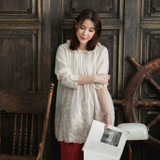 Show tops medium length blouse cotton cotton 100% long sleeves ecru thin yellow collar, and show a collar, and show a hem hem, and show a chiller; is winter clothes in clothes fall and winter in autumn in new work autumn in chiffon shirt ethnic embroider