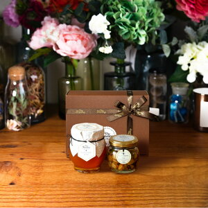 【生はちみつギフト】マヌカハニーブレンド(200g)【MGO30+相当】 + ナッツの蜂蜜漬け エトワールM(90g) / ブラウンギフトボックス(S) + MYHONEYロゴ入りリボン + 手提げ袋