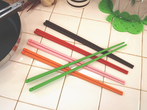 viv ヴィヴ シリコン 菜箸(さいばし)【ネコポス・DM便対応/レッド/オレンジ/グリーン/ピンク/ブラウン】