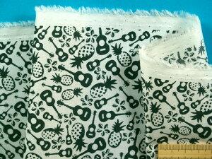 在庫処分・大幅値下げ綿ローンプリント生地パイナップル・オフ白×モスグリン(110cm幅 2m)
