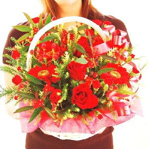 赤色のお花をたくさん集めた豪華なアレンジメント