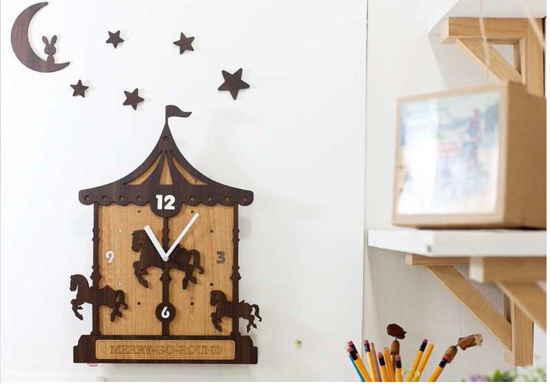ハンドメイド mo:ro 壁掛け時計 飾るだけでお部屋が遊園地に! デザイン壁掛け時計 【Merry-go-round】 メリーゴーランド