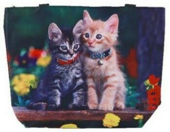 (^O^)/今春夏物新作!!大人気ですょ!!☆~~かわいい・カラフルな・おしゃれ子にゃんこ・首輪がかわいい・2 猫・ た~~くさん 保 ト—トバック 保冷機能付バック~~カラー☆~~各一点限りですょ***・ちょっと濡れた物を入れても安心ですょ*,.,.,.*数量限定販売