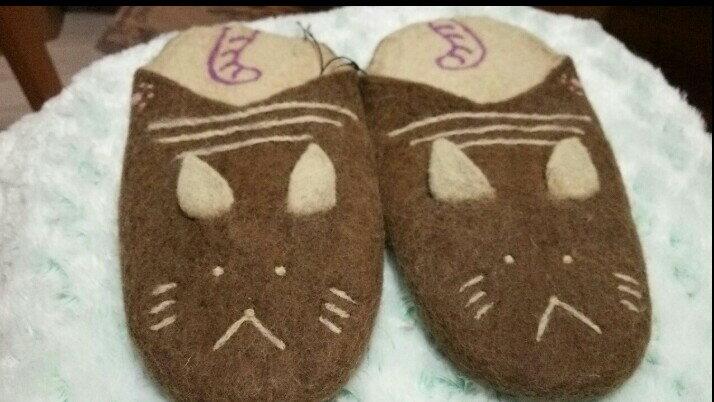 "(^O^)/猫の手 オリジナル!!""ニャ!!ニャンと!!肉球""ブランド~~ほわほわあったか**フェルトスリッパ Lサイズ(24cm~26cm) *新色!! ココにゃっツ・ブラウンカラー ☆彡猫の手・オーナーORIGINAL☆彡"