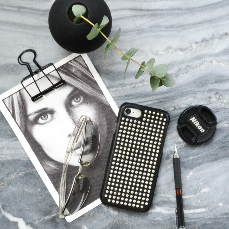 The Case Factory iPhone 7 / 8 ケース ブラック×シルバースタッズ イタリア産ラム革 ナッパレザー 北欧 スウェーデン【メール便OK】