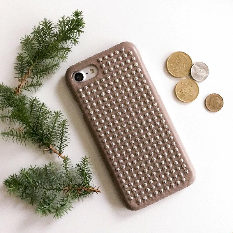 The Case Factory iPhone 7 / 8 ケース トープ色×シルバースタッズ イタリア産ナッパレザー 北欧 スウェーデン【メール便OK】