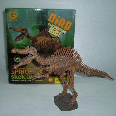 発掘組み立て恐竜スピノサウルス