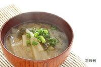日本スープのチキンクリアデラックスの和風味噌汁の料理例です。ガラスープより格段に美味しい丸鶏ブイヨンです。無添加無脂肪で離乳食から介護食、普段のお食事まで幅広くお使い頂けます