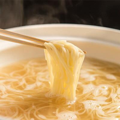送料無料 大阪名物もつ鍋 崔家の健美鍋 大阪府 じんわり滋味ゆたかな醤油風味のスープとこだわり和牛の新鮮もつ