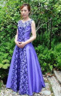 オーガンジー製の演奏会用ロングドレスです。