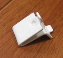 白い棚受けレールの爪(スチールに白塗装) 単品(※使用できるレールは255-72-WHのみです)