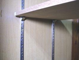 ステンレス棚受けレール(ダボレール・ダボ柱)「1820ミリ×1本単位での販売で、必ず途中カットさせていただく形になります。」