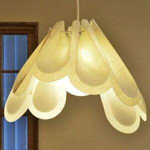 一枚の素材を折ったランプ 花のようなシェード 可愛いランプ 丸みのあるスタイル シンプルスタイル