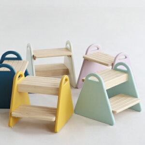 即納品/ キッズチェア キッズステップ ステップ台 カラフル ウッド製 三角形 可愛い お手伝い 軽量 持ちやすい 簡単組み立て 踏み台 tina かわいい 子供用 椅子 アイボリー 子供椅子