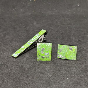 着物職人手作り ネクタイピン・カフスボタンセット/本あわ黄緑螺鈿・鮫更紗小紋・銀ダイヤ箔使用