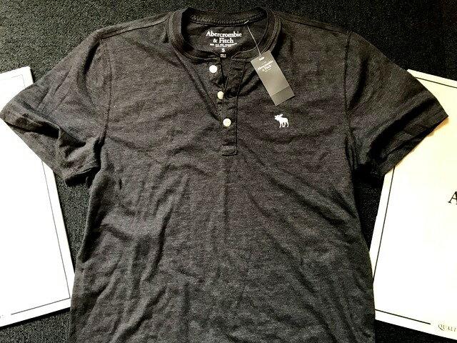 【送料無料】【新品】アバクロ【Mensメンズ】ヘンリーネックTシャツ(半袖)/Dark Grey【Icon Short-Sleeve Henley】【Abercrombie&Fitch】【本物保証】