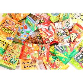(地域限定送料無料) 食べきりサイズのカルビーミニスナック(5種・16コ)& ヤスイの駄菓子(3種・12コ)セット おかしのマーチ (omtma6131k)