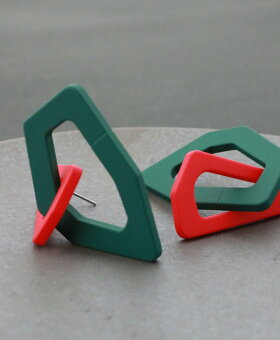 ▼▼「Ko」赤と緑を繋ぐ変形リングピアス5月7日22時販売新作
