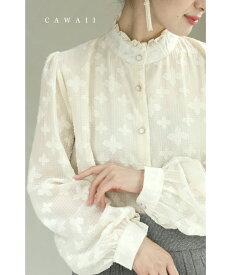 (S~L対応)清らかな白い花浮かぶフリル襟ブラウストップス