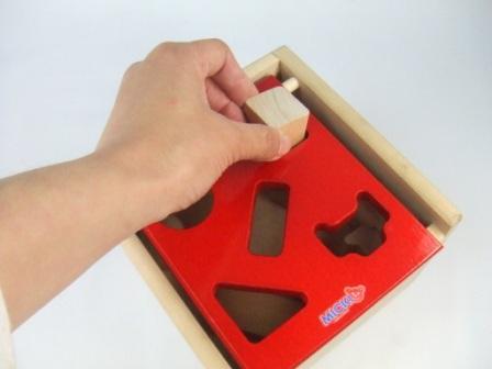Mポストボックス 木のおもちゃ 型はめ 1才 知育玩具 1歳 2歳 木製 パズル 出産祝い ラッピング無料