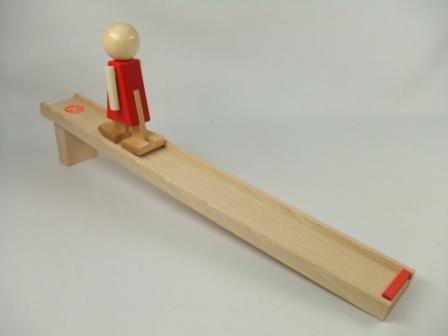スロープ人形・ヌルミ 木のおもちゃ スロープ 木製 木のおもちゃ 出産祝い 知育玩具 トコトコ
